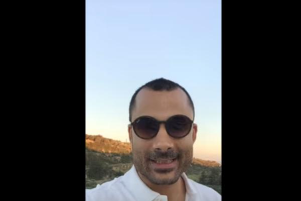 Η ευτυχία είναι στιγμές – Νικόλας Σμυρνάκης